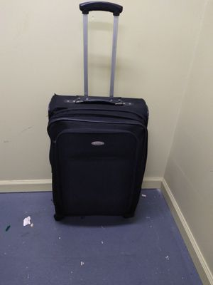Samsonite large 17x27x10 suitcase with wheels for Sale in Binghamton, NY