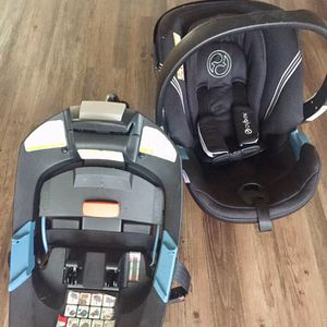 Infant Car seat With Base - FREE for Sale in Miami, FL
