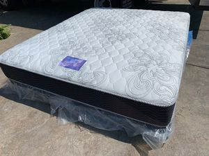 King Size Chiro Supreme Mattress and Boxspring! for Sale in Moreno Valley, CA