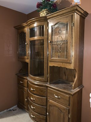 KITCHEN TABLE W/6 CHAIRS AND HUTCH W/BUFFET for Sale in Florissant, MO