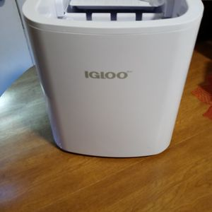 Igloo Portable Ice Maker for Sale in Tucson, AZ