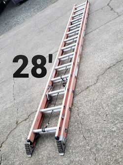 Werner 28 Ft Fiberglass Ladder (type 1A-300#) for Sale in Damascus,  OR