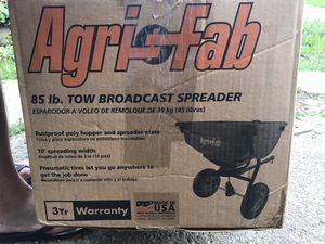 Agri fab 85 lb. Tow Behind Spreader (open box!!! Like new!!!) for Sale in Pittsburgh, PA