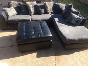 Nice black / Grey sectional with ottoman for Sale in Dallas, TX