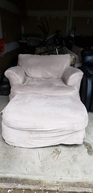 Over sized chair with ottoman for Sale in Middletown, MD