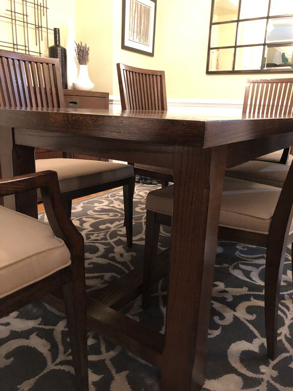 Restoration Hardware Dining Room Set. Like new.