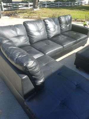 Black Sectional with Storage Ottoman for Sale in Fullerton, CA