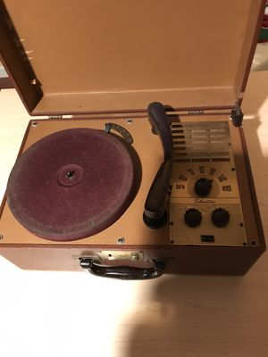 Vintage Silvertone Portable Record And Radio Player Model 35 for Sale in Vestal, NY