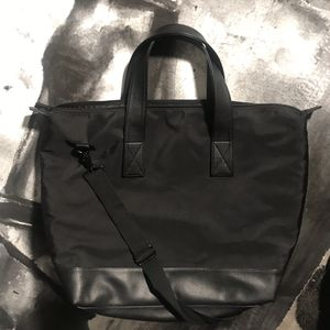 Nice LARGE Travel Bag Heavy Duty Canvas Leather Trim with Shoulder Strap Black for Sale in Montclair, CA