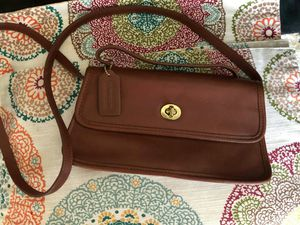 Coach crossbody leather bag for Sale in San Antonio, TX