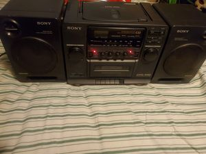 Sony clásica boombox cd cassette y radio for Sale in Los Angeles, CA