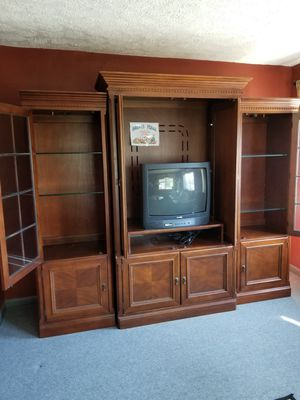 A beautiful entertainment center, the two ends have lighted glass shelves for Sale in Lancaster, OH