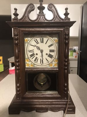 Vintage Spartus Electric Wall Clock for Sale in Seattle, WA