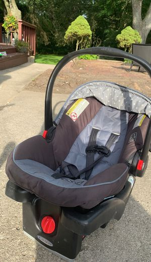 Infant car seat with base for Sale in Palos Park, IL