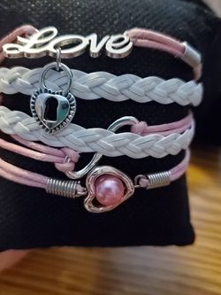 Pink Lockhart Bracelet for Sale in Wenatchee,  WA