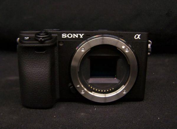 Sony a6400 Mirroless Digital Camera w/ 18-135mm Lens