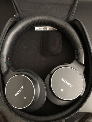 Sony Bluetooth Noise Cancelling Headphones for Sale in Chandler, AZ