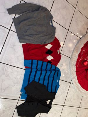 3 sweaters and 1 vest for Sale in Las Vegas, NV