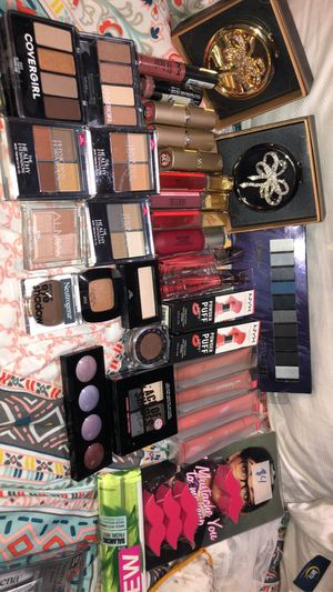 Beauty products/ cheap makeup for Sale in Chicago, IL