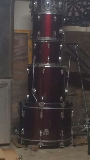 Rogue 5piece complete drum set wine red for Sale in Corona, CA