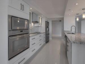 Kitchen Cabinets White Shaker for Sale in Orlando, FL