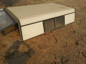 Free camper shell.long bed witj 🔑 for Sale in Fresno, CA
