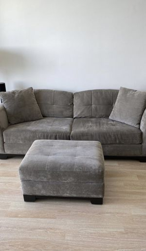 Grey Couch (very comfortable) for Sale in Miami, FL
