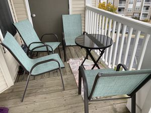 Outdoor furniture set - 4 chairs and a table for Sale in Ashburn, VA