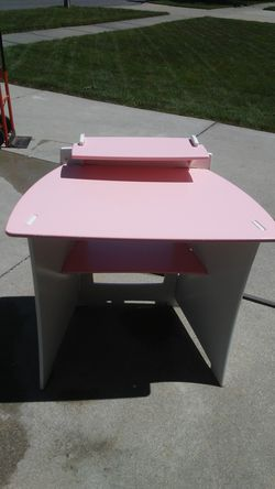 Pink youth desk for Sale in New Baltimore,  MI