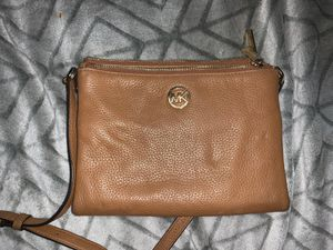 Authentic Michel Kors body bag for Sale in Groton, CT