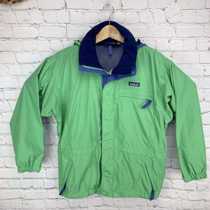 Patagonia women's Oversized rain cinch windbreaker jacket Small/medium. for Sale in Murrieta, CA