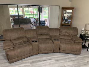 Macy's 6 piece Sectional with Recliner Rockers for Sale in Tampa, FL