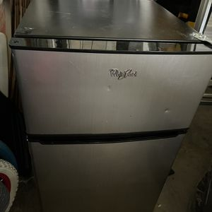 Small Whirlpool Fridge for Sale in Stockton, CA