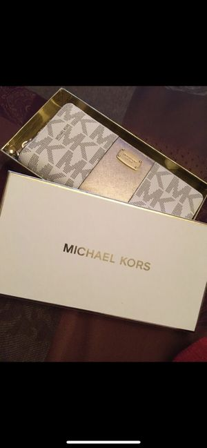Michael Kors Wallet for Sale in Clinton, CT