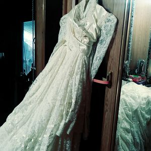 """Very nice wedding dress like a """"southern bell"""" size 7-8 for Sale in Weston, MO"""
