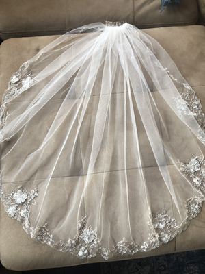 "Ivory 32"" wedding veil with silver metal comb for Sale in Los Angeles, CA"