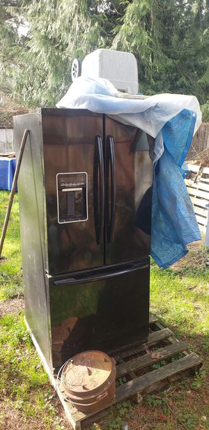 Frigerator does not work needs to be cleaned and side for Sale in Shoreline, WA