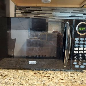 Microwave - clean for Sale in Pleasant Hill, IA
