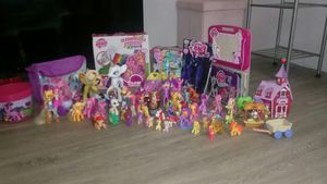 My little pony set for Sale in High Point, NC