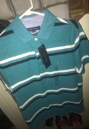 Tommy Hilfiger Three Button Shirt for Sale in Compton, CA