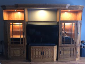 ENTERTAINMENT CENTER for Sale in Montgomery, IL
