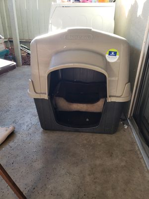 Large Top Paw Dog House for Sale in Bakersfield, CA