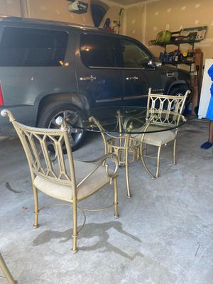 Glass kitchen table w/chairs for Sale in UPR MARLBORO, MD