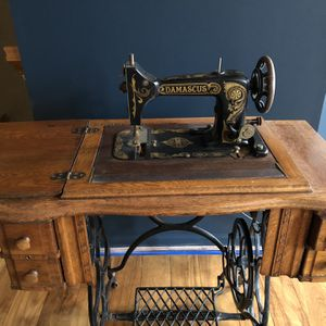 Damascus Antique Sewing Machine and Desk for Sale in Chantilly, VA