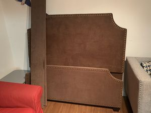 Upholstered queen size bed frame for Sale in Brooklyn, NY