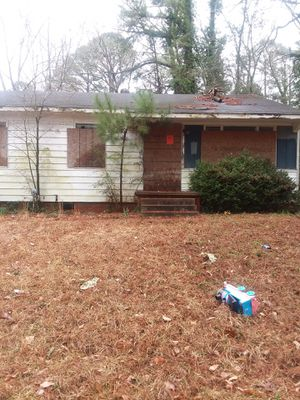 Three bed room 1.5 bathroom flip house needs remodel work great first flip or rent or living in 900sq ft big back yard $10000 for Sale in Camden, AR