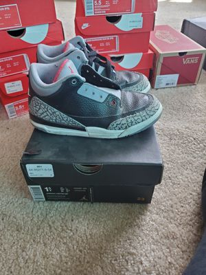 Jordan Retro 3 size 1.5Y for Sale in Los Angeles, CA