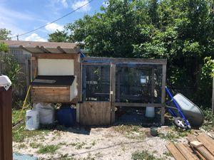 Chicken coop huge need gone 👉👉👉 for Sale in Pompano Beach, FL
