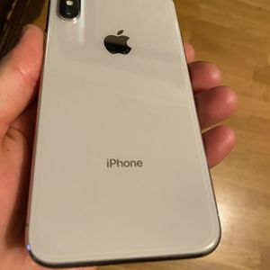 iPhone X 64gb Att (cracked Screen) for Sale in Fresno, CA