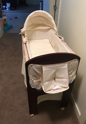 Contours baby bassinet for Sale in Philadelphia, PA